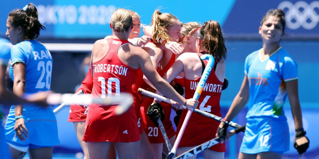 TOKYO - Tokyo 2020 Olympic Games Great-Britain v India (Bronze) Photo: GB celebrate 3-3 with Isabelle Petter in the middle. COPYRIGHT WORLDSPORTPICS MARTIN WAICHMAN